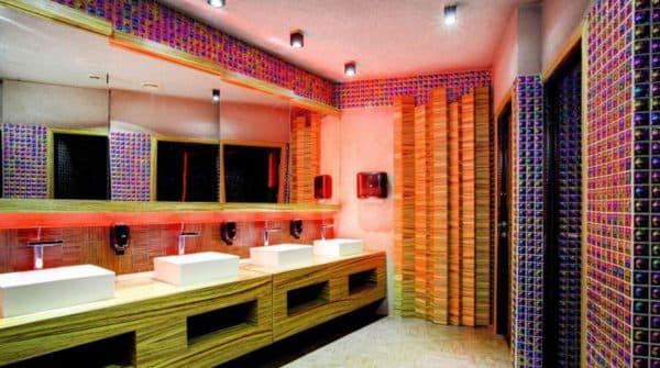 ванная комната торгового центра в стиле китч