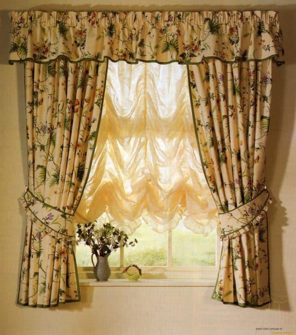 шторы в интерьере гостиной фото