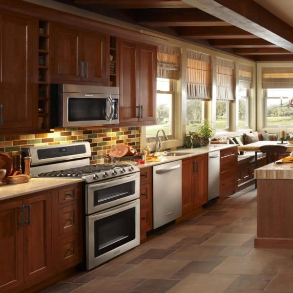 узкая кухня дизайн фото