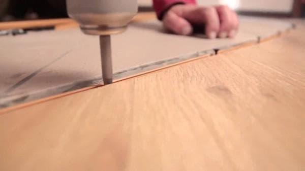 Мягкий порог для перехода ламината на плитку