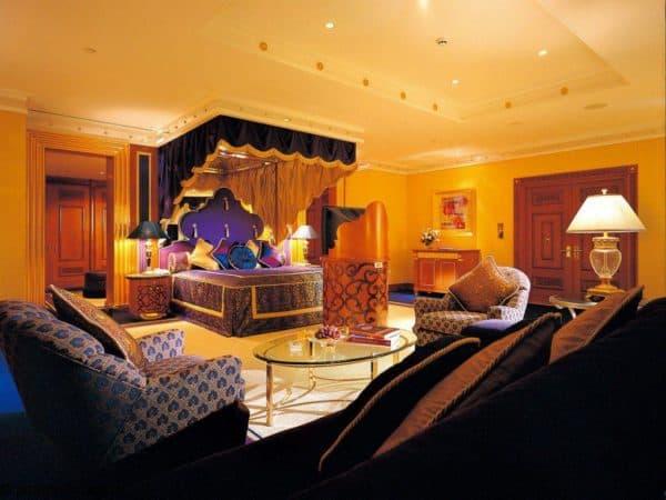 современная спальня в индийском стиле