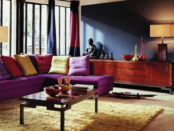 современная гостиная, оформленная в индийском стиле