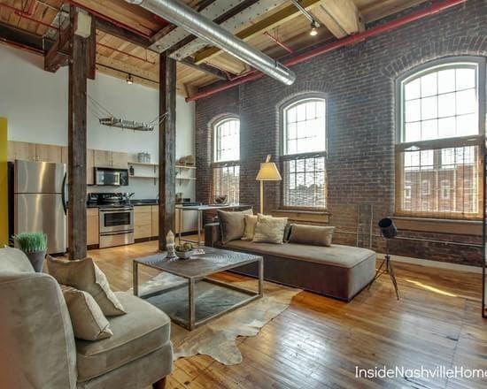 просторная гостиная в стиле лофт