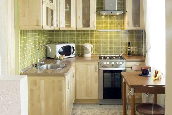 дизайн угловой кухни маленькой площади