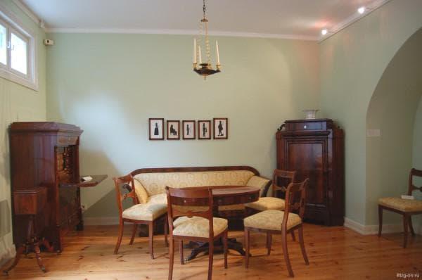 массивная деревянная мебель в стиле ретро