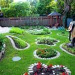 Украшаем дачный двор своими руками